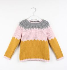 Love this colour combo right now Knitting For Kids, Baby Knitting, Knitted Baby, Fashion Design For Kids, Kids Fashion, Toddler Sweater, Girl Trends, Crochet Girls, Knitwear Fashion