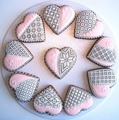 More pretty heart shaped biscuits. Fancy Cookies, Heart Cookies, Iced Cookies, Cute Cookies, Cupcake Cookies, Sugar Cookies, Valentines Day Cookies, Christmas Cookies, Royal Icing Cakes