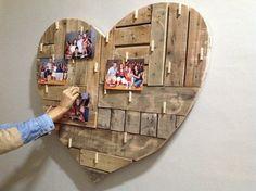 Corazón en madera reciclada, con broches. Un adorno ideal para colgar tus fotos o recordatorios! CONSULTAR PRECIO EN NUESTRA PÁGINA DE FACEBOOK.- Diy Rustic Decor, Wooden Decor, Rustic Wood, Key Crafts, Decor Crafts, Wood Crafts, Painted Boards, Idee Diy, Wood Coasters