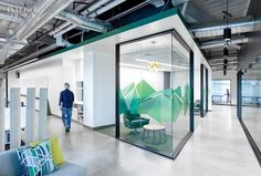 Rivals of the Companies Behind These 7 Innovative Offices are Green with Envy Office Graphics, Window Graphics, Office Space Design, Workplace Design, Office Interior Design, Office Interiors, Interior Exterior, Office Meeting, Open Office