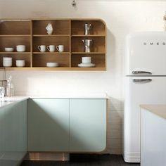 空間を贅沢に使い、詰め込みすぎない配置がオシャレな見せる収納のポイントです。