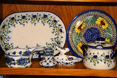 Gorgeous patterns! They look so good together, love this set of Polish pottery