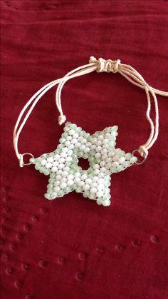 Pulsera con figura de estrella elaborado con cristal checo facetados