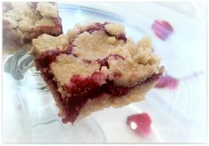Raw Raspberry Bars Greetings everyone and I hope you all are enjoying the holiday season! We had a lovely Christmas and I have to a. Raw Vegan Desserts, Raw Vegan Recipes, Vegan Sweets, Vegan Foods, Vegan Dishes, Just Desserts, Dessert Recipes, Vegan Raw, Drink Recipes
