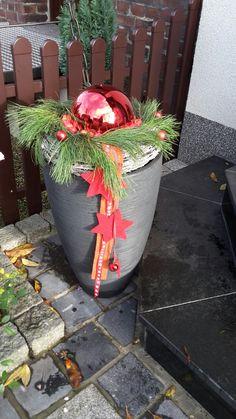 Weihnachtsdeko an der Haustür