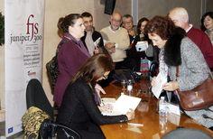 María Dueñas en el Club Diario de Mallorca firmando ejemplares.    #juniper300 #latinoheritage #majorca2013 #marcaespañas