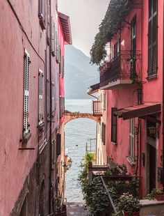 most beautiful places in Italy - Travel Places Around The World, Around The Worlds, Places To Travel, Places To Visit, Backpacking Europe, Europe Packing, Traveling Europe, Packing Lists, Travel Packing