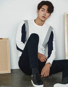 I have an Asian kink idk idk idk Korean Star, Korean Men, Asian Men, Asian Actors, Korean Actors, Jun Matsumoto, Jong Hyuk, Park Bogum, Weight Lifting
