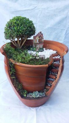 Broken vase - All About Broken Pot Garden, Fairy Garden Pots, Indoor Fairy Gardens, Magic Garden, Fairy Garden Houses, Miniature Fairy Gardens, Hydroponic Herb Garden, Succulent Gardening, Small Vegetable Gardens