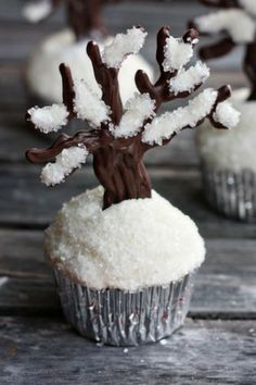 This would be beautiful for a winter cupcake decoration