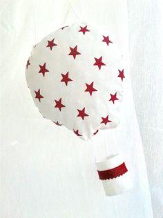 Idée Cadeau : suspension mobile montgolfière blanc étoile fuchsia : décoration de chambre bébé ou enfant, Idée cadeau