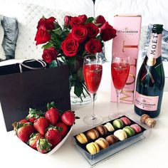 🎊Romantic Surprise for my love? 🎊Romantic Surprise for my love? Valentines Day Goals, Be My Valentine, Valentines Recipes, Valentine Crafts, Rich Lifestyle, Luxury Lifestyle, Lifestyle Shop, Women Lifestyle, Romantic Surprise