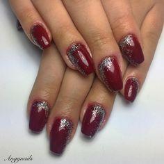Rosso festoso! #nails #nail #fashion #style #coperturaingel #gelnails #beauty #beautiful #pretty #girl #girls #stylish #sparkles #styles #glitter #nailart #squarenails #red #photooftheday #ongles #unhas #rosso #sparkle #red #rouge #shiny #nailporn #nailpolish #nailswag