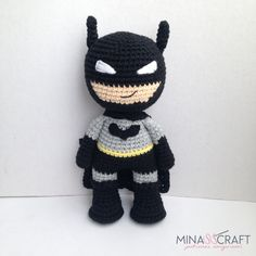 4 FREE Crochet Amigurumi Patterns: Pennywise, Joker, Wonder Woman and Batman Batman Amigurumi, Amigurumi Doll, Crochet Patterns Amigurumi, Crochet Dolls, Crochet Art, Free Crochet, Scarf Crochet, Batman Free, Crochet Batman