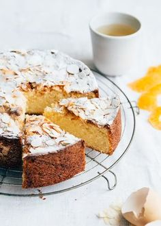 This orange cake with almonds is so delicious in taste. Best Cake Recipes, Sweet Recipes, Dessert Recipes, Desserts, Cake Recept, Orange And Almond Cake, Salty Cake, Rustic Cake, Bread Cake