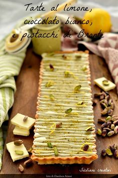 White Chocolate Tart, lemon and pistachio: the intense scents of the Sicilian pastry in a summer dessert that is eaten cold. Pistachio Recipes, Tart Recipes, Sweet Recipes, Dessert Recipes, Cooking Recipes, Mini Tart, Sweet Wine, Italian Desserts, Italian Recipes