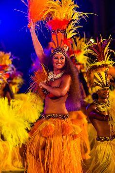 Tahiti Ora Tanzgruppe durchführen während der Winners Showcase, der letzten Nacht der Heiva i Tahiti (Juli Kulturfestival), Platz Toata, Papeete, Tahiti, Französisch-Polynesien.