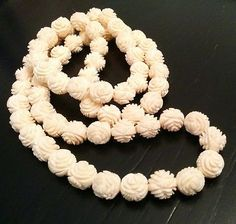 Vintage-High-Quality-Carved-Celluloid-Bead-Flower-Long-Rose-Necklace-O132