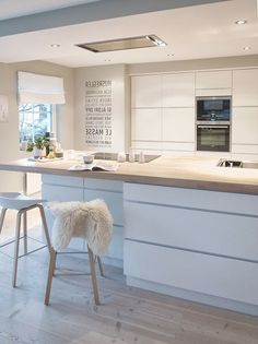 Scandinavian kitchen decor belongs to the most perfect decorations for a modern kitchen. We have a collection of Scandinavia kitchen decor ideas to consider. White Kitchen Cabinets, Kitchen Cabinet Design, Interior Design Kitchen, Diy Cabinets, Kitchen Appliances, Rustic Cabinets, Kitchen White, Modern Kitchen Plans, New Kitchen