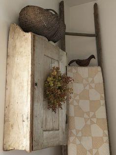 Rustic Farmhouse Style, Decor, American Decor, Farmhouse Decor, Rustic Vintage Decor, House Makeovers, Primitive Bedroom, Primitive Decorating Country, Prim Decor