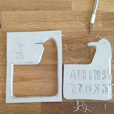 Detail carving #rubberstamp #carveastamp    Stamp for my daughter Step 4