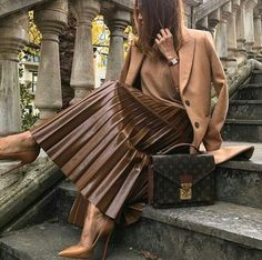 Lest you think that leather skirts are only fads that will eventually go away after a few fashion seasons, think … Brown Pleated Skirt, Pleated Skirt Outfit, Skirt Outfits, Pleated Leather Skirt, Leather Skirts, Fall Fashion Outfits, Skirt Fashion, Autumn Fashion, Fashion Fashion
