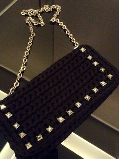 Crochet Purses, Crochet Bags, Chanel Boy Bag, Diy Gifts, Purses And Bags, Knit Crochet, Projects To Try, Shoulder Bag, Blanket