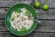 Hvidkål salat med Clara Friis pærer, bladselleri og hasselnødder