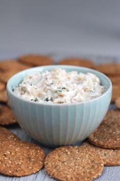 Dip de cebollas caramelizadas con queso crema, philadelphia, mayonesa y un poco de vinagre, la combinación perfecta entre salado, dulce y ácido! Para comer a cucharadas!