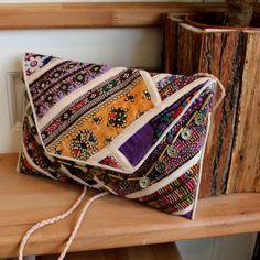 VARANASI by NAWERI 119€ Boho clutch made from antique embroidered fabrics with a removable strap. Pochette confectionnée à partir de tissus brodés antiques. Chaîne amovible. Modèle unique.