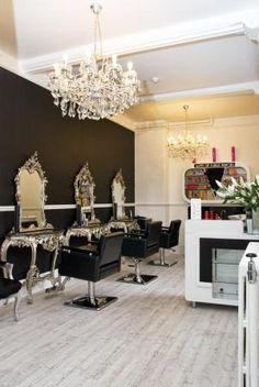 Love the mirrors, stations & chandelier Hair Salon Station Ideas Salons decor salons dreams