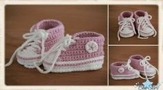 Blue-Stars: Anleitung für Baby Chucks – Baby For look here Knit Baby Shoes, Crochet Baby Boots, Crochet Shoes, Crochet Slippers, Baby Booties, Knit Crochet, Baby Knitting Patterns, Baby Patterns, Crochet Dresses