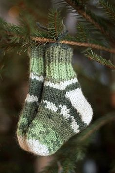 still time to knit socks for Christmas.. especially if they are this small!