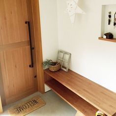 Japanese Door, Muji Style, Japanese Interior, Small Places, Apartment Interior, Entry Doors, Small Apartments, Entryway Bench, New Homes