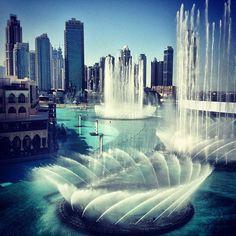 Fonte em Dubai, دبي