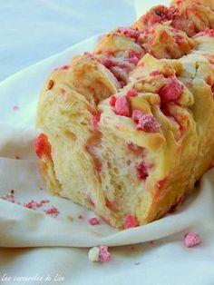 Brioche aux pralines roses | Les casseroles de Lise - note : quantité pralines : 225g (vu sur autres recettes)