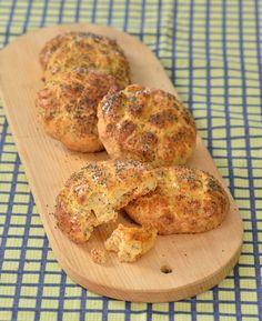 """Škvarkové placky s mákem – """"caletky"""" Food To Make, Pizza, Bread, Homemade, Baking, Patisserie, Breads, Home Made, Diy Crafts"""