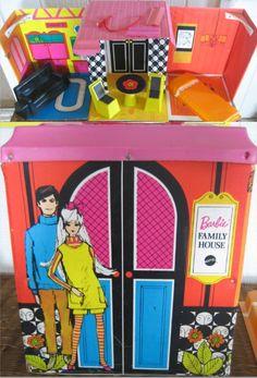 MATTEL: 1969 Barbie Family House Vinyl Playset