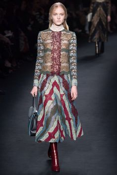 Valentino Fall 2015 Ready-to-Wear Fashion Show Collection