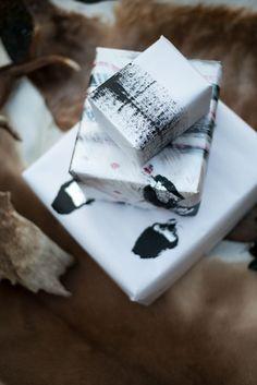Hjemmelavet gavepapir. Det er så nemt at lave sit eget flotte gavepapir og det koster ikke ret meget. DIY fra Badut