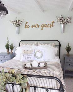 Fleurs Françaises Style Farmhouse Bedroom