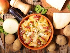 Tartiflette house: the best recipe Top Recipes, Cheeseburger Chowder, Hummus, Mashed Potatoes, Main Dishes, Good Food, Brunch, Food And Drink, Soup