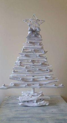 Christmas Wood Crafts, Homemade Christmas Decorations, Diy Christmas Ornaments, Xmas Decorations, Christmas Art, Christmas Projects, Christmas Floral Designs, Christmas Tree Design, Theme Noel