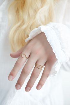 Brilliantring aus Massivgold, hübscher, schlichter Schmuck /  diamond ring, pretty jewellery by Lebenslustiger via DaWanda.com