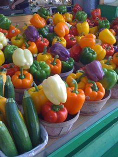 ~Colorful peppers at Jean Talon Farmers Market Montreal~ Want to see more beautiful images? Fresh Fruits And Vegetables, Fruit And Veg, Food Photography, Nutrition, Stuffed Peppers, Healthy, Colors, Beautiful Images, Rainbow