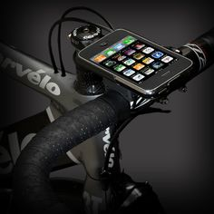 iPhone Bikemount: The GoRide is specially designed for cyclists who want to have access to their iPhone during rides; it allows you to easily attach your iPhone to your bike horizontally or vertically. Iphone Gadgets, Geek Gadgets, New Technology Gadgets, Cool Technology, Smart Home Security, Security Cameras For Home, Bike Mount, Making Life Easier, Bicycles