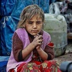 Another winter coming to Syrian, we all can change the world, Do it! Syrian Children, Poor Children, Children In Need, Most Beautiful Child, Beautiful Children, Syria Conflict, Innocence Lost, Where Is The Love, Syrian Civil War