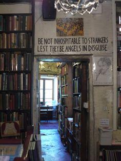 Shakespeare & Company Bookshop, Paris 75005  earthintruderr:  via Carnet Imaginaire  Lovely!