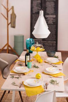 Darf's ein bisschen Gelb sein? #gmundner #keramik #handbemaltes #geschirr #interior #einrichten #design #purgeflammt #dekoration Table Settings, Pure Products, Table Decorations, Yellow, Furniture, Home Decor, Hand Painted Dishes, Handmade, Ad Home