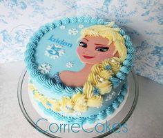 Esse modelo de bolo para Festa Infantil Frozen, feito com 1 só andar, está lindo e perfeito para festas menores. Crédito da imagem da empresa Corrie Cakes.